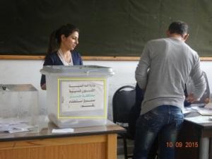 صندوق الاقتراع في انتخابات عفرين ويلاحظ عبارة صندوق الاستفتاء العائد الى استفتاء بشار الاسد عام 2007